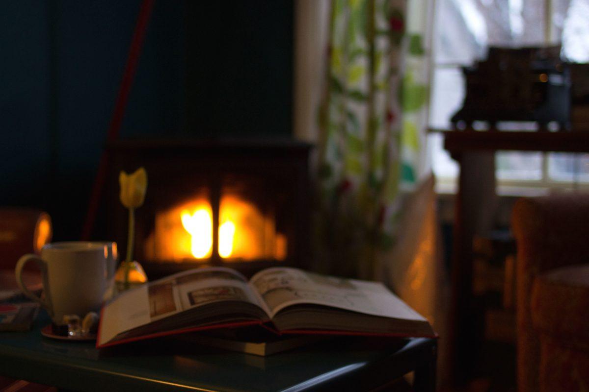 Te contamos las ventajas de una chimenea en casa