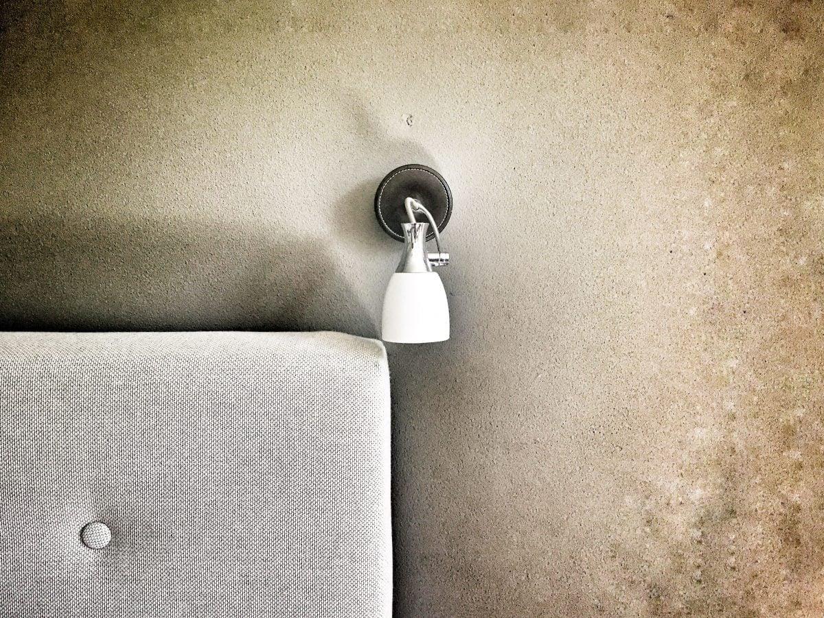 Paredes de cemento al descubierto en estos diseños de interiores